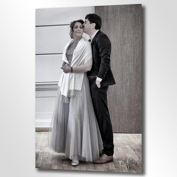 Zur Trauung gehört neben der Kirche auch das Standesamt. Das Hochzeitspaar elegant und mit Stil fotografiert.